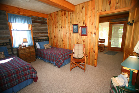Riverside Cabin Twin Bed Suite 8